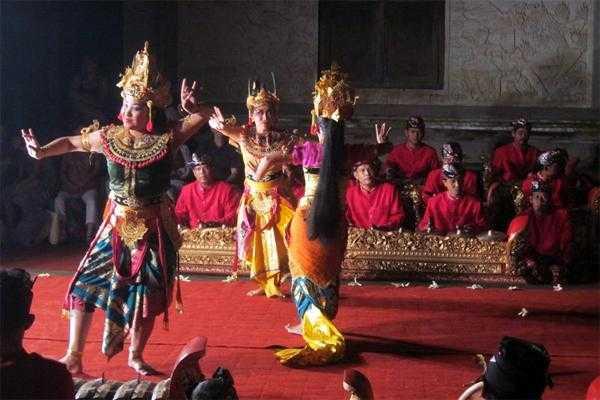 традиционный театр на Бали