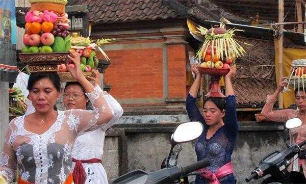 балийские женщины на празднике