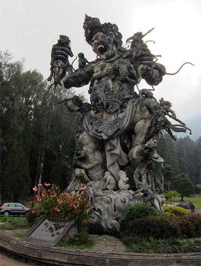 статуя в традиционном стиле на Бали