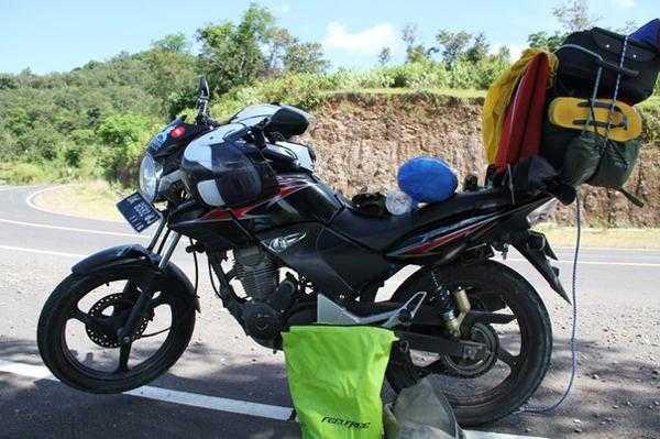 на мотоцикле по Малым Зондским островам