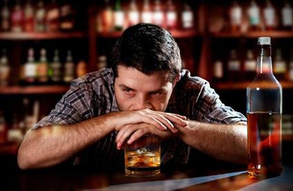 Типичный алкоголик – это человек, который чувствует себя жертвой других людей и обстоятельств